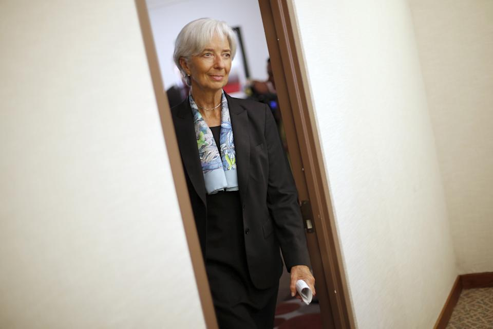 International Monetary Fund (IMF) Managing Director Christine Lagarde returns to her office after an interview at IMF headquarters in Washington July 1, 2015. Greece's last-minute overtures to international creditors for financial aid on Tuesday were not enough to save the country from becoming the first developed economy to default on a loan with the International Monetary Fund. REUTERS/Jonathan Ernst