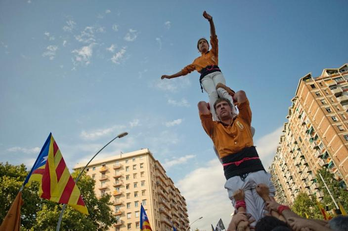"""Members of the Casteller """"Sagals d'Osona"""" perform during celebrations for Catalonia's National Day in Barcelona on September 11, 2015 (AFP Photo/Jorge Guerrero)"""