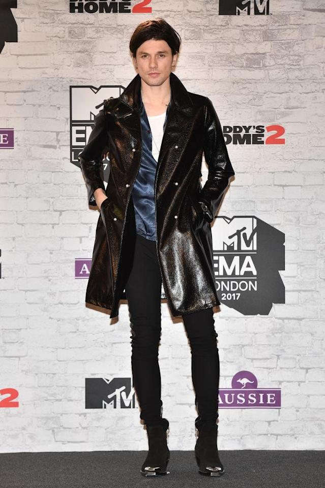 <p>James Bay debuted his new haircut in a vinyl trench and silk shirt. (Photo: Getty Images) </p>