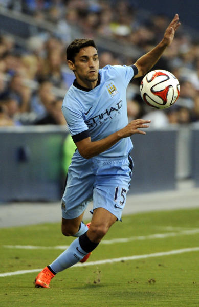 Manchester City's Jesus Navas keeps his eye on the ball during an exhibition match at Sporting Park in Kansas City, USA, on July 23, 2014 (AFP Photo/Dave Kaup)