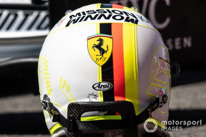 "Casco de Sebastian Vettel, Ferrari<span class=""copyright"">Simon Galloway / Motorsport Images</span>"