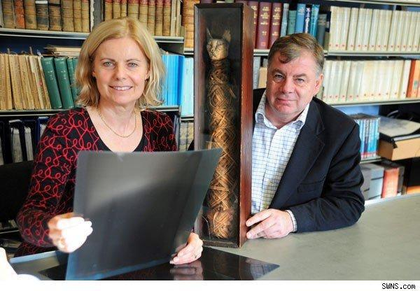 Robert Gray with cat mummy and museum curator Jane Marley.