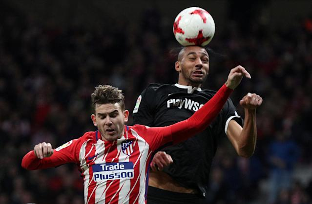 Soccer Football - Spanish King's Cup - Atletico Madrid vs Sevilla - Quarter-Final - First Leg - Wanda Metropolitano, Madrid, Spain - January 17, 2018 Atletico Madrid's Lucas Hernandez in action with Sevilla's Steven N'Zonzi REUTERS/Sergio Perez TPX IMAGES OF THE DAY