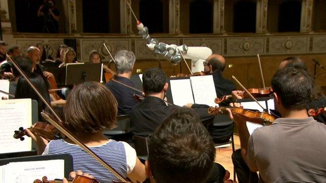 humanoid-robot-yumi-conducts-orchestra