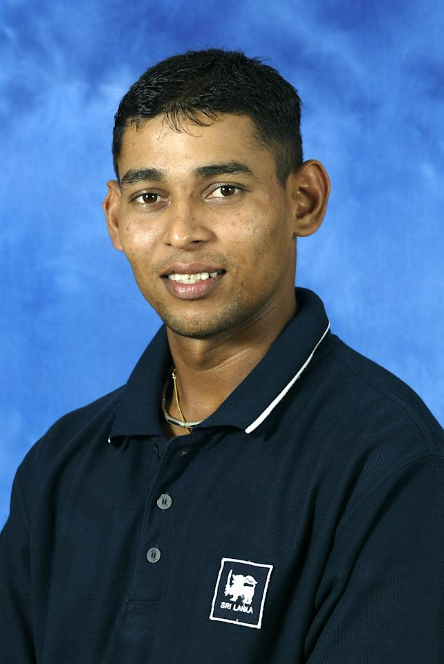 COLOMBO - 9 SEPTEMBER:  Portrait of Tillekeratne Dilshan of Sri Lanka taken before the ICC Champions Trophy in Colombo, Sri Lanka on September 9, 2002. (photo by Clive Mason/Getty Images)