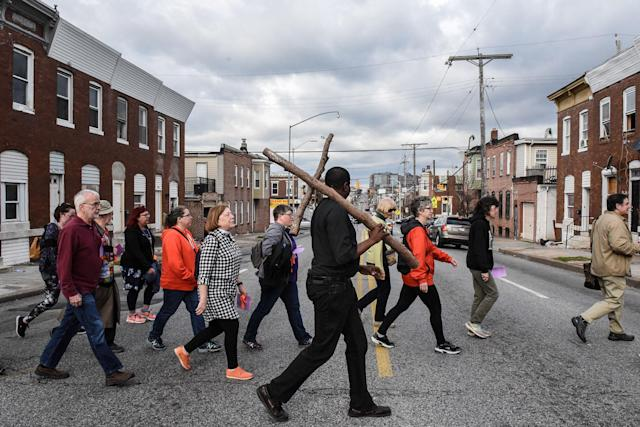 <p>Community members carry a wooden cross on Good Friday to locations where people were killed by gun violence in Baltimore, Md., March 30, 2018. (Photo: Stephanie Keith/Reuters) </p>