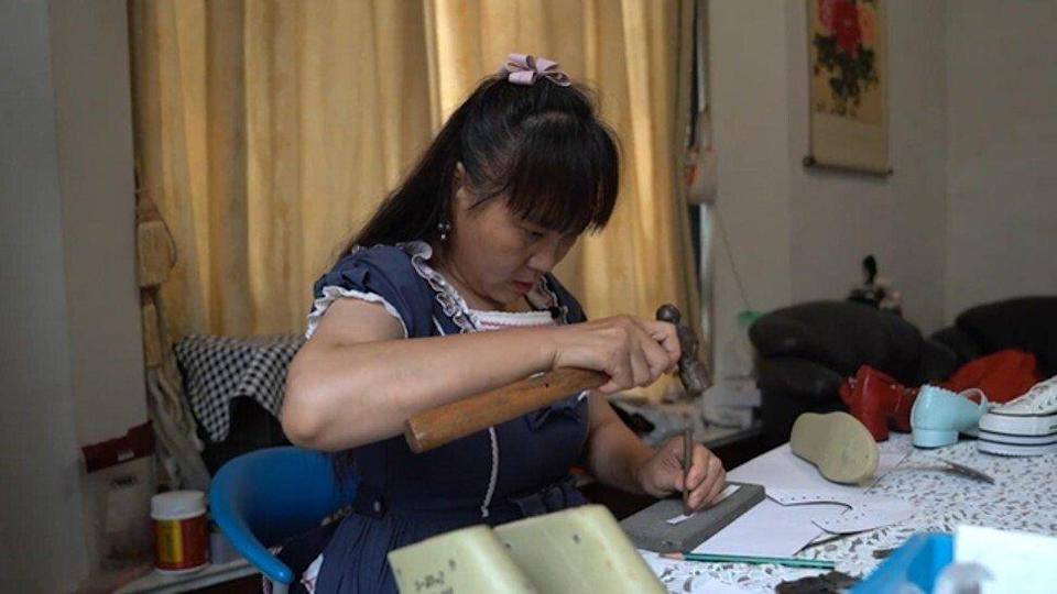 Xie first began making alterations for disabled people after a man came to ask her for help with his shoes. Photo: Baidu