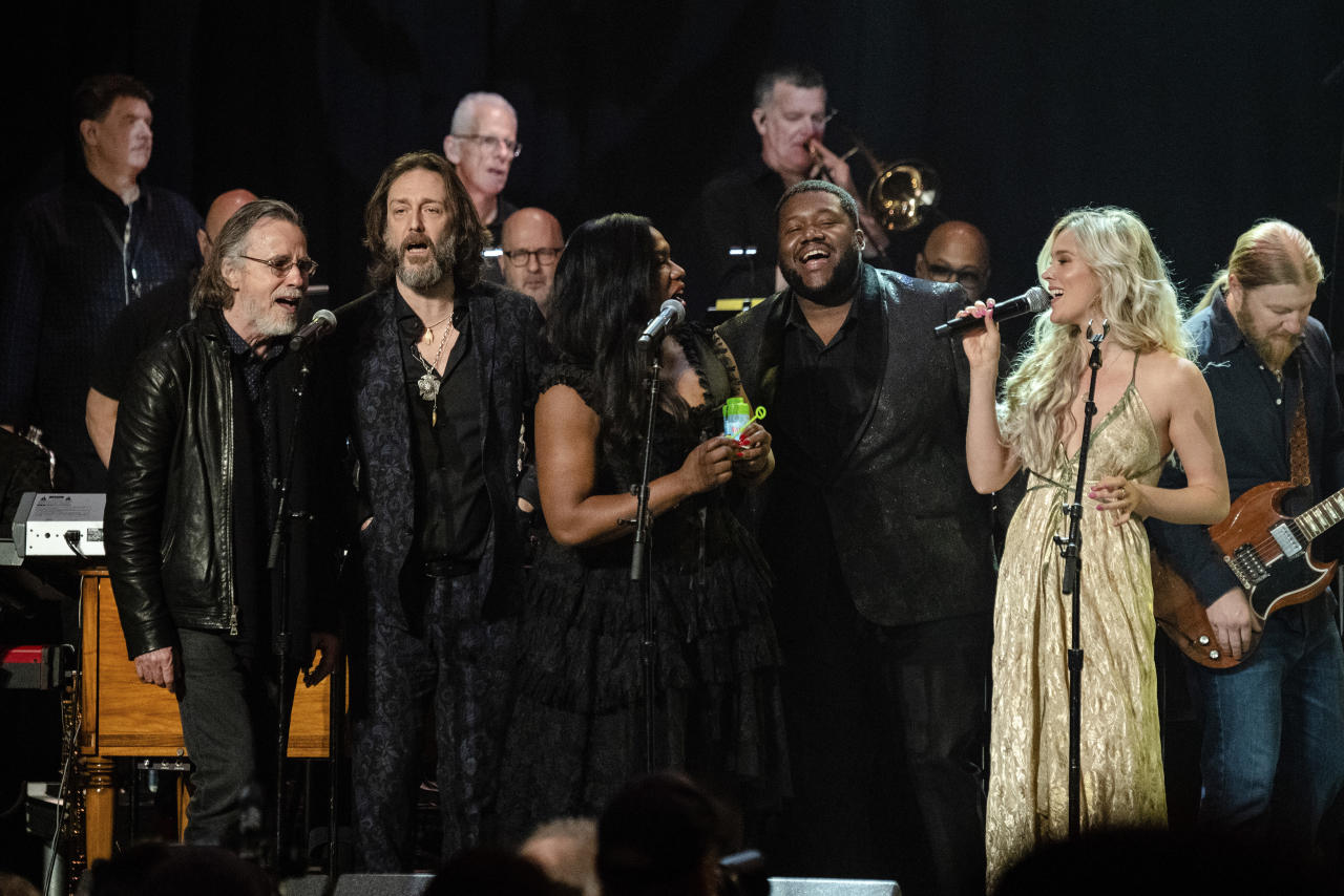 Jackson Brown, from left, Chris Robinson, Tanya Blount-Trotter, Michael Trotter Jr., Joss Stone and Derek Trucks perform at Love Rocks NYC!, a Benefit Concert for God's Love We Deliver at the Beacon Theatre on Thursday, March 12, 2020 in New York. (Photo by Amy Harris/Invision/AP)