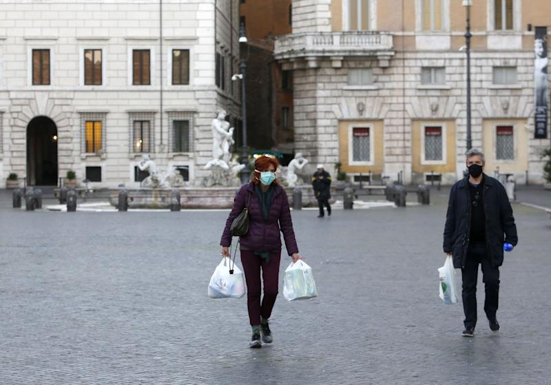 ROME, ITALY - MARCH 11: People wear protective masks in the Piazza Navona in Rome, Italy, on March 11, 2020. Italian government has extended restrictions which was previously limited in the northern Italy, to countrywide with an aim of the Covid-19 outbreak prevention.  (Photo: Anadolu Agency via Getty Images)
