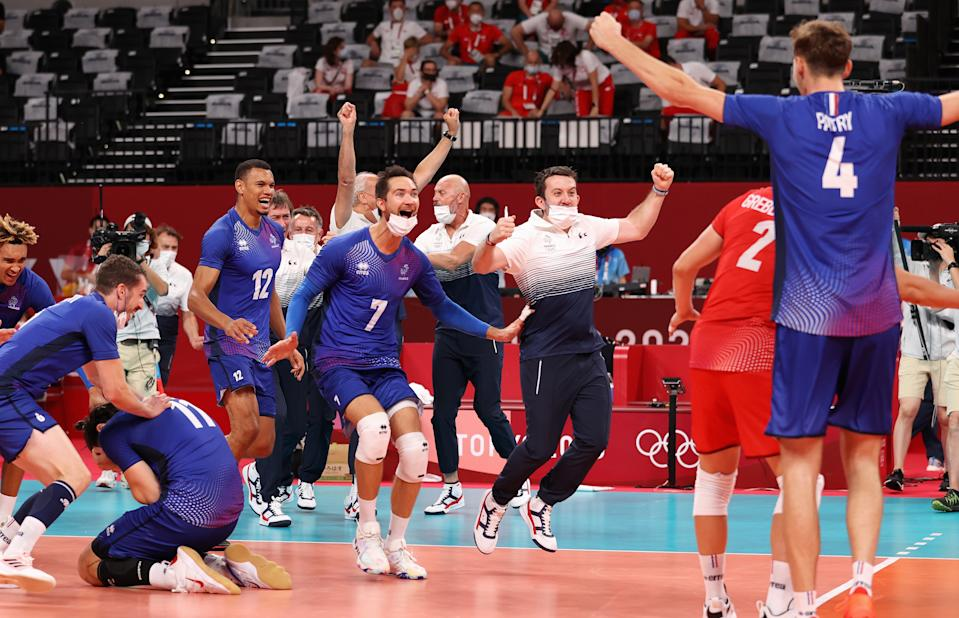 <p>TOKYO, JAPAN - AUGUST 03: Players and officials of Team France celebrate after defeating Team Poland during the Men's Quarterfinals volleyball on day eleven of the Tokyo 2020 Olympic Games at Ariake Arena on August 03, 2021 in Tokyo, Japan. (Photo by Toru Hanai/Getty Images)</p>
