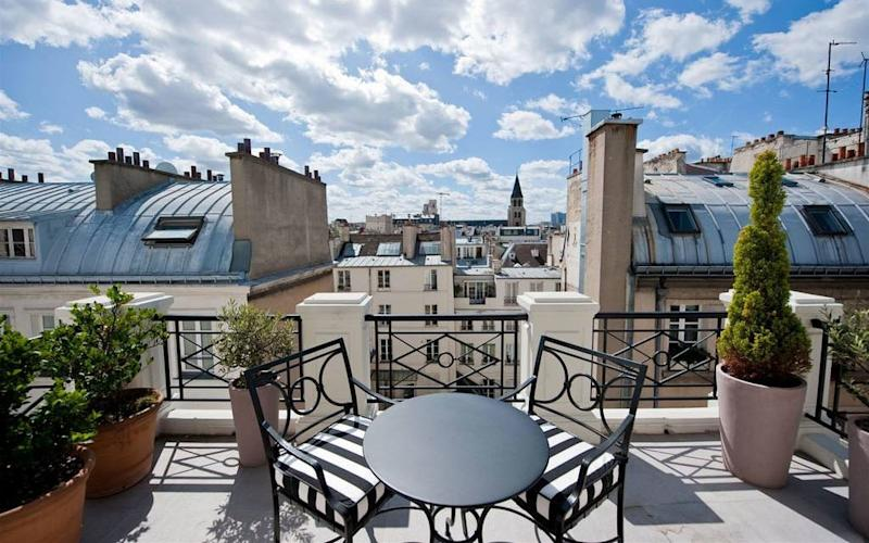 On a historic street in smart St-Germain-des-Prés, L'hotel is surrounded by art galleries and antiques shops.