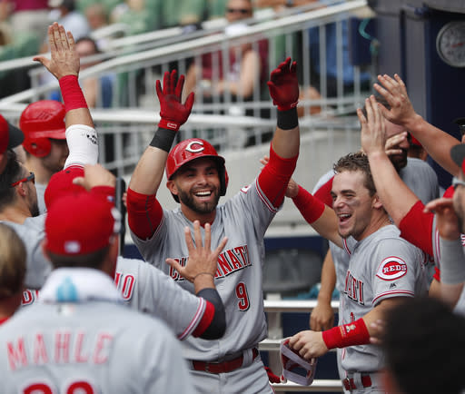 "Cincinnati Reds' <a class=""link rapid-noclick-resp"" href=""/mlb/players/9857/"" data-ylk=""slk:Jose Peraza"">Jose Peraza</a> highlights this week's look at fantasy baseball pickups (AP Photo)."
