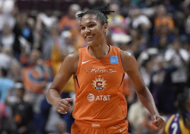 """<a class=""""link rapid-noclick-resp"""" href=""""/wnba/teams/con"""" data-ylk=""""slk:Connecticut Sun"""">Connecticut Sun</a>'s <a class=""""link rapid-noclick-resp"""" href=""""/wnba/players/5190/"""" data-ylk=""""slk:Alyssa Thomas"""">Alyssa Thomas</a> is playing with two labral tears in her shoulders. (AP Photo/Jessica Hill)"""