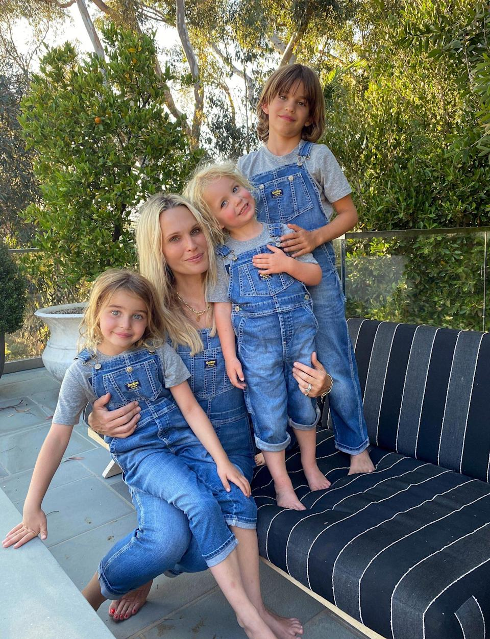 <p>Molly Sims and her kids match in adorable Camp OshKosh limited edition family overalls at home in L.A.</p>