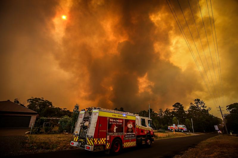 Firemen prepare as a bushfire approaches homes on the outskirts of the town of Bargo on December 21, 2019 in Sydney, Australia.  (Photo: David Gray via Getty Images)