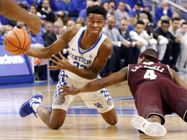 Kentucky's Shai Gilgeous-Alexander, left, looks for a teammate while pressured by Texas A&M's JJ Caldwell during the first half of an NCAA college basketball game, Tuesday, Jan. 9, 2018, in Lexington, Ky. (AP Photo/James Crisp)