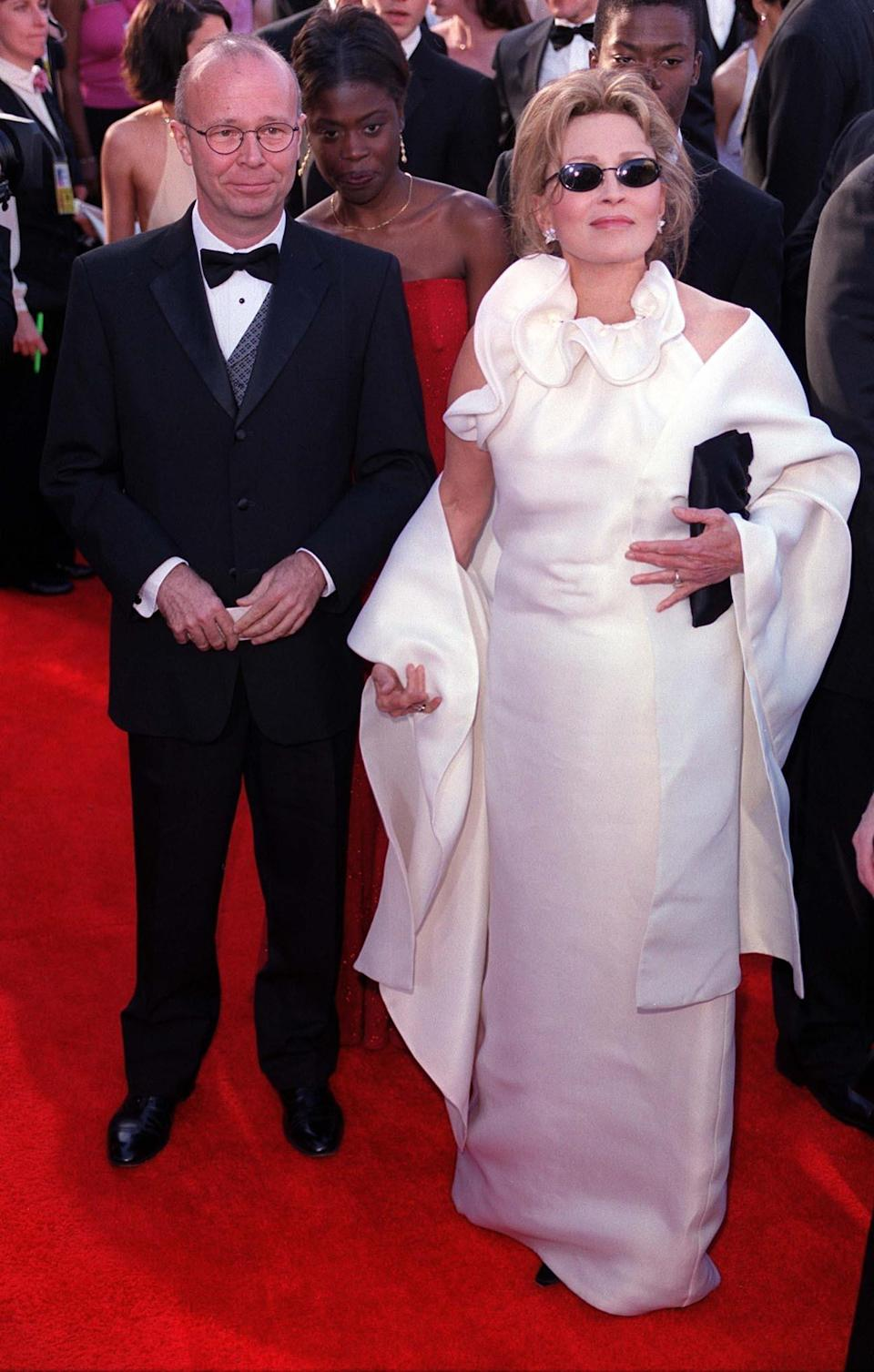 <p>We have a hunch Tom Ford drew inspiration from a tablecloth for Dunaway's 2005 Oscars gown. <em>[Photo: PA]</em> </p>