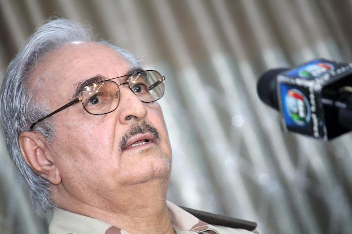 Ex-Libyan general Khalifa Haftar speaks during a press conference in the town of Abyar, on May 17, 2014 (AFP Photo/-)
