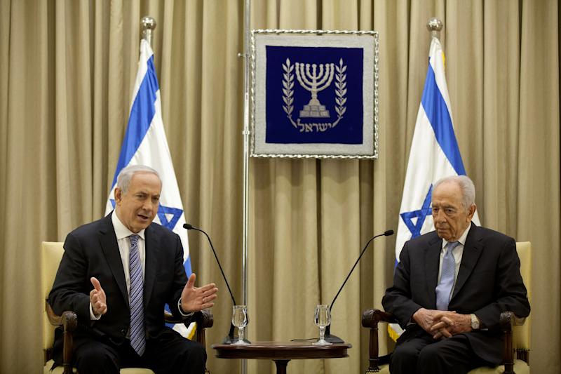 Israeli Prime Minister Benjamin Netanyahu and Israeli President Simon Peres speak during a brief ceremony in the president's residence, on Saturday, March 2, 2013 in Jerusalem, Israel. (AP Photo/Uriel Sinai, Pool)