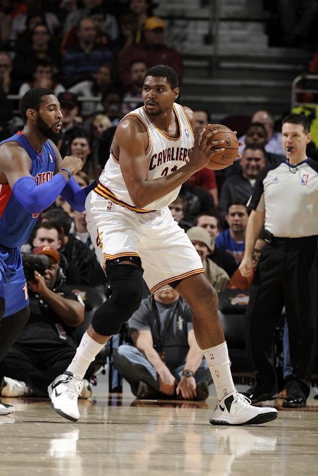 CLEVELAND, OH - DECEMBER 23: Andrew Bynum #21 of the Cleveland Cavaliers controls the ball against Andre Drummond #0 of the Detroit Pistons at The Quicken Loans Arena on December 23, 2013 in Cleveland, Ohio. (Photo by David Liam Kyle/NBAE via Getty Images)