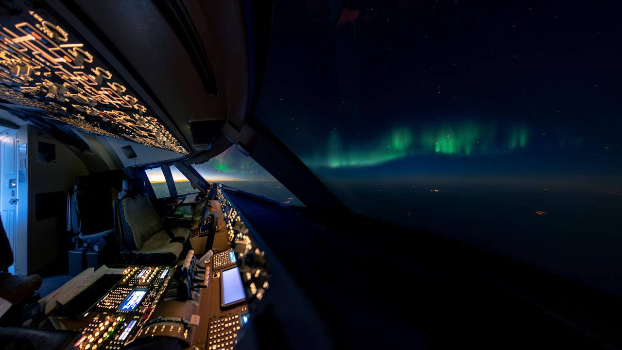 <p>An aurora seen from the cockpit. (Photo: Christiaan van Heijst/Caters News) </p>
