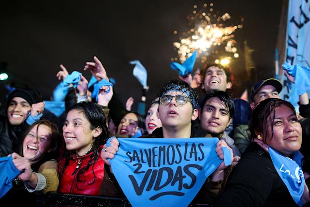 <p>Anti-abortion rights activists gather as lawmakers are expected to vote on a bill legalizing abortion, in Buenos Aires, Argentina, Aug. 9, 2018. (Photo: Agustin Marcarian/Reuters) </p>