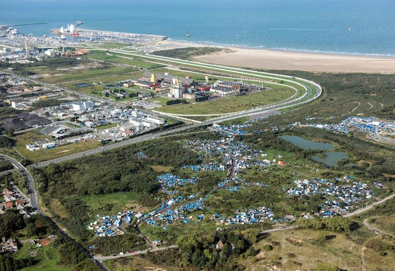 """An aerial picture taken on October 8, 2015 shows the """"New Jungle"""" migrants camp where some 3,500 people live, near the port of Calais (AFP Photo/Denis Charlet)"""