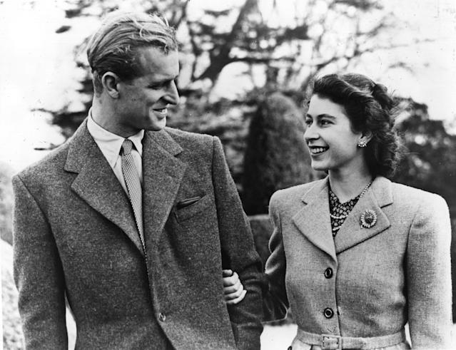 23rd November 1947: Official photograph of Princess Elizabeth and her husband on honeymoon at Broadlands, Romsey, Hampshire. (Photo by Central Press/Getty Images)