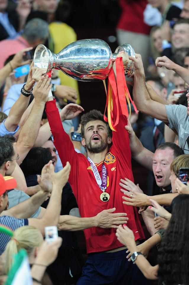 KIEV, UKRAINE - JULY 01: Gerard Pique of Spain celebrates with the trophy after victory during the UEFA EURO 2012 final match between Spain and Italy at the Olympic Stadium on July 1, 2012 in Kiev, Ukraine. (Photo by Shaun Botterill/Getty Images)