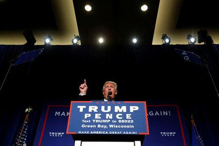 Republican presidential nominee Donald Trump holds a campaign rally in Green Bay, Wisconsin, U.S. October 17, 2016. REUTERS/Jonathan Ernst