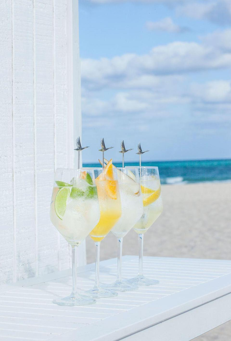 <p><strong>Ingredients:</strong></p><p>1.5 oz Grey Goose Vodka<br>1 oz St-Germain Elderflower Liqueur<br>½ oz freshly squeezed lime (approx. half a lime)<br>3 lime wedges<br>2 parts chilled soda water<br><br><strong>Instructions:</strong><br>Build in an oversized cabernet wine glass with lots of ice.<br>Add Grey Goose Vodka and St-Germain. Then squeeze fresh lime and discard. Top with chilled soda water. Stir and garnish with fresh lime wedges and a Grey Goose stirrer.</p>