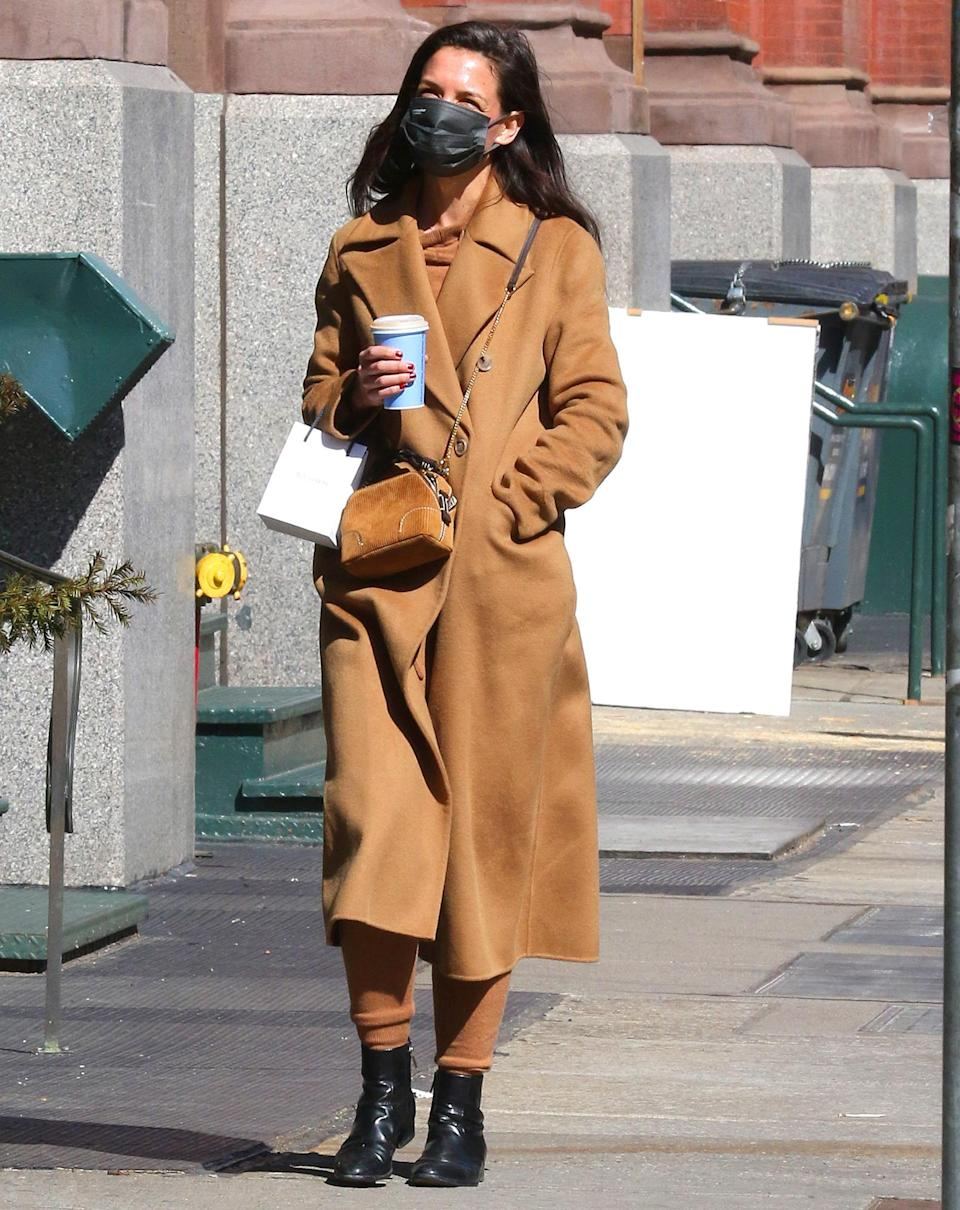 <p>Katie Holmes dresses in a stylish brown coat and matching bag on her coffee run on Wednesday in N.Y.C.</p>