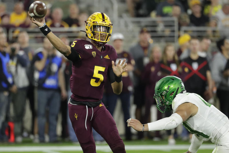 Arizona State quarterback Jayden Daniels (5) throws under pressure from Oregon linebacker Isaac Slade-Matautia on Nov. 23 in Tempe, Ariz. (AP Photo/Matt York)