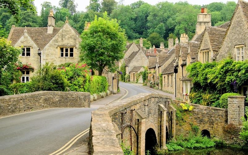 The cotswolds is heart-tuggingly beautiful, with honey-stone villages and manor houses juxtaposed by rolling hills - jenifoto