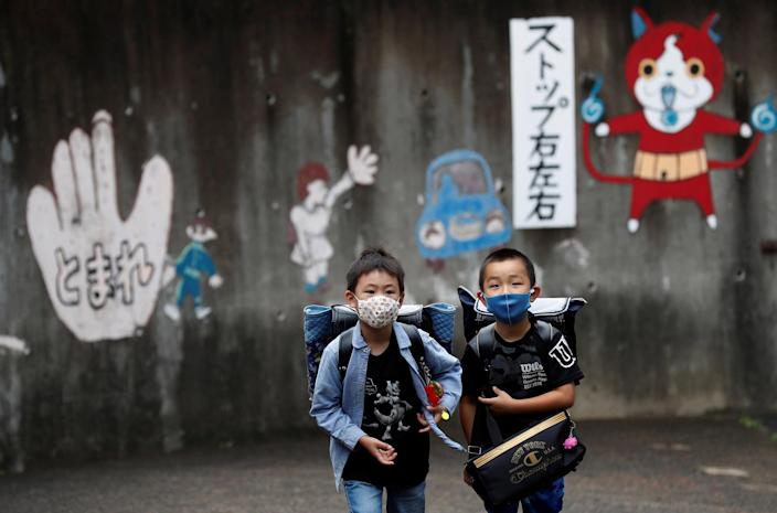Image: Social distance in order to prevent the coronavirus disease (COVID-19) infections at Takanedai Daisan elementary school in Funabashi (Kim Kyung-Hoon / Reuters)