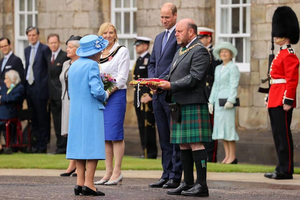 <p>The Lord Provost of Edinburgh presents the city's keys to the queen on a red velvet cushion, as per tradition.</p>