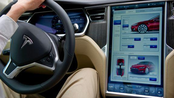 Tesla Improves Navigation Autopilot And More With Software Update 8 0