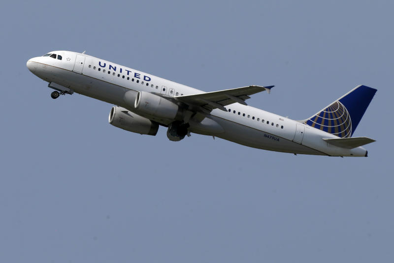 United Continental boosts 2Q earnings 38 pct.