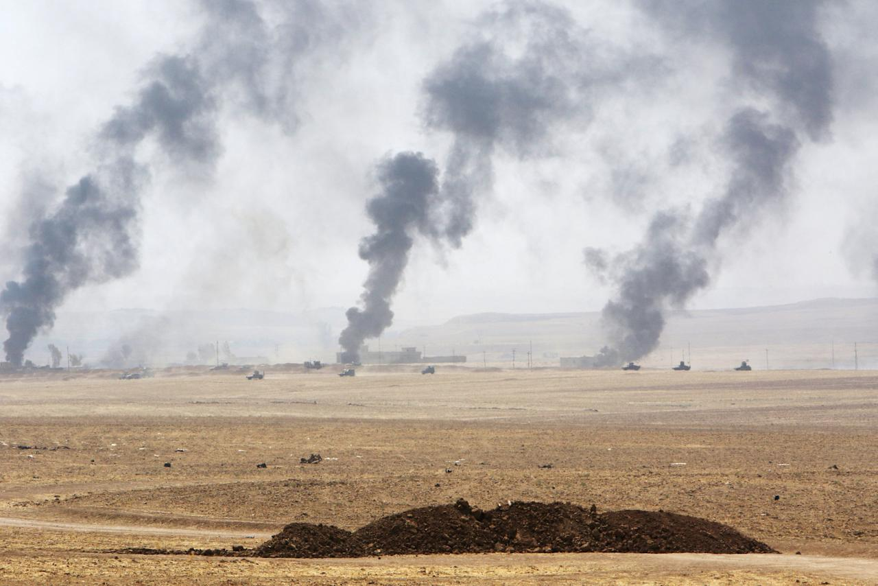 Smoke rises from clashes with Islamic State militants on the southeast of Mosul , Iraq, August 14, 2016. REUTERS/Azad Lashkari