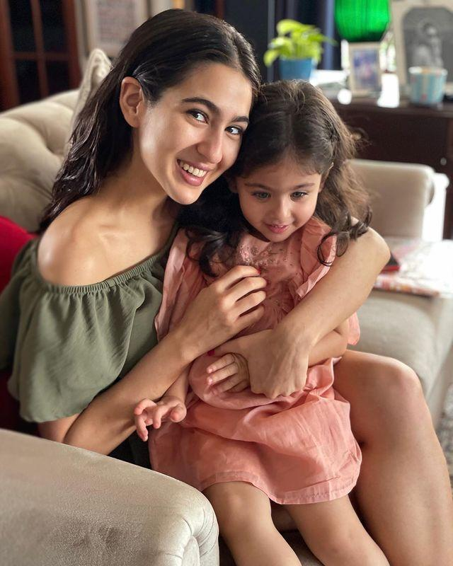 Sara Ali Khan and Inaaya Naumi Kemmu
