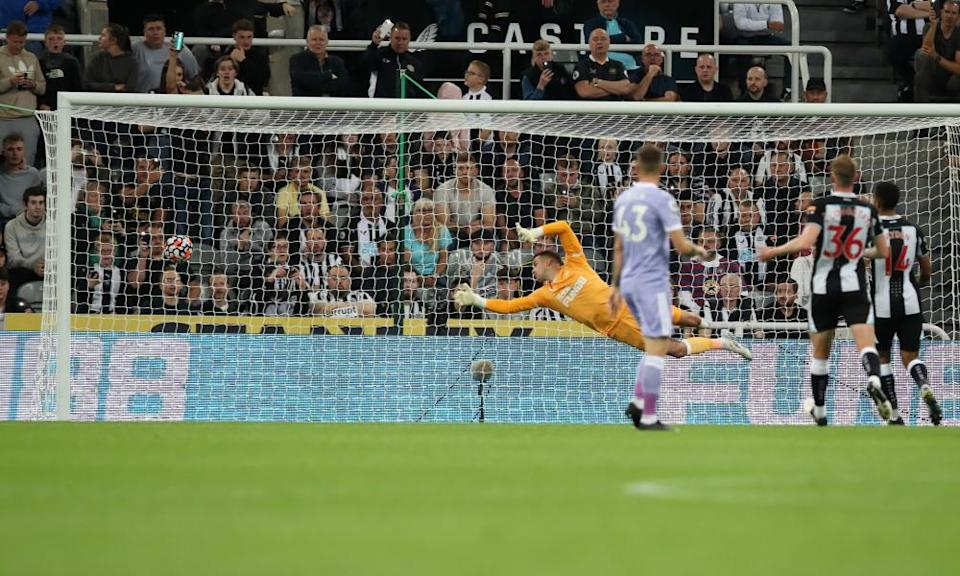 Karl Darlow of Newcastle dives but fails to save Raphinha's ball in