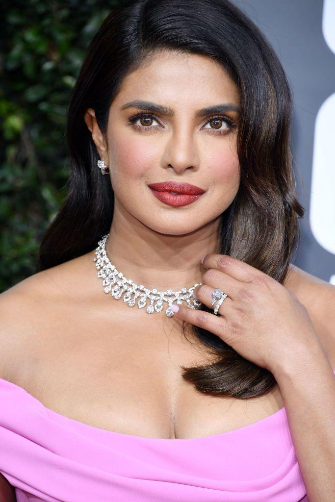 <p>Priyanka Chopra looks stunning in a light blush and a fully lined lip. Her perfect pout in a brownish hue would be a refined statement look. </p>