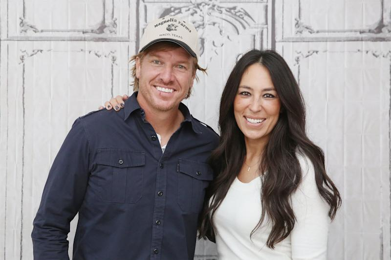 y 39 all chip and joanna gaines 39 s net worth is just as massive as you 39 d think. Black Bedroom Furniture Sets. Home Design Ideas