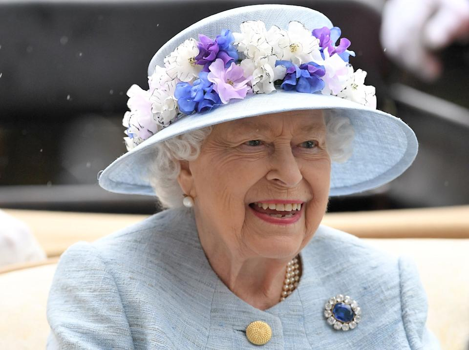 TOPSHOT - Britain's Queen Elizabeth II arrives by carriage on day two of the Royal Ascot horse racing meet, in Ascot, west of London, on June 19, 2019. - The five-day meeting is one of the highlights of the horse racing calendar. Horse racing has been held at the famous Berkshire course since 1711 and tradition is a hallmark of the meeting. Top hats and tails remain compulsory in parts of the course while a daily procession of horse-drawn carriages brings the Queen to the course. (Photo by Daniel LEAL-OLIVAS / AFP)        (Photo credit should read DANIEL LEAL-OLIVAS/AFP/Getty Images)