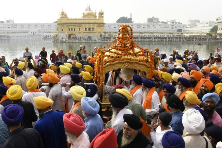 Devotees carry the Sikh holy book during a procession in Amritsar (AFP Photo/NARINDER NANU)