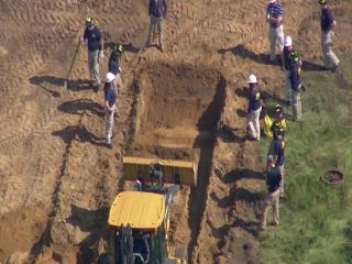 FBI agents back on the scene in Oakland Township where search continues for the remains of Jimmy Hoffa.