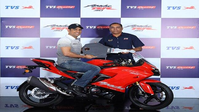 New TVS Apache RR 310 gets the same 312.2 cc, reverse inclined, DOHC, 4-stroke, 4-valve, single-cylinder, liquid cooled engine that makes 34 PS at 9,700 rpm and 27.3 Nm at 7,700 rpm. The motor is mated to a 6-speed gearbox.