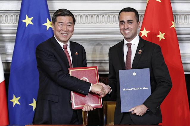 Rome (Italy), 23/03/2019.- Italian vicepremier and Labour and Industry Minister, Luigi Di Maio (R) shakes hands with Chinese NDRC President He Lifeng during their meeting at Villa Madama in Rome, Italy, 23 March 2019. President Xi Jinping is in Italy to sign a memorandum of understanding to make Italy the first Group of Seven leading democracies to join China's ambitious Belt and Road infrastructure project. (Italia, Roma) EFE/EPA/GIUSEPPE LAMI