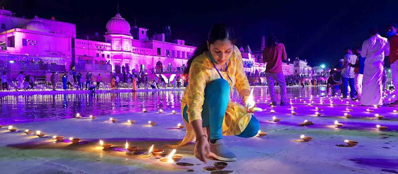 A woman in Ayodhya lights lamps on the eve of the Ram Mandir 'Bhoomi Pujan' on August 4, 2020. (Photo: Hindustan Times via Getty Images)
