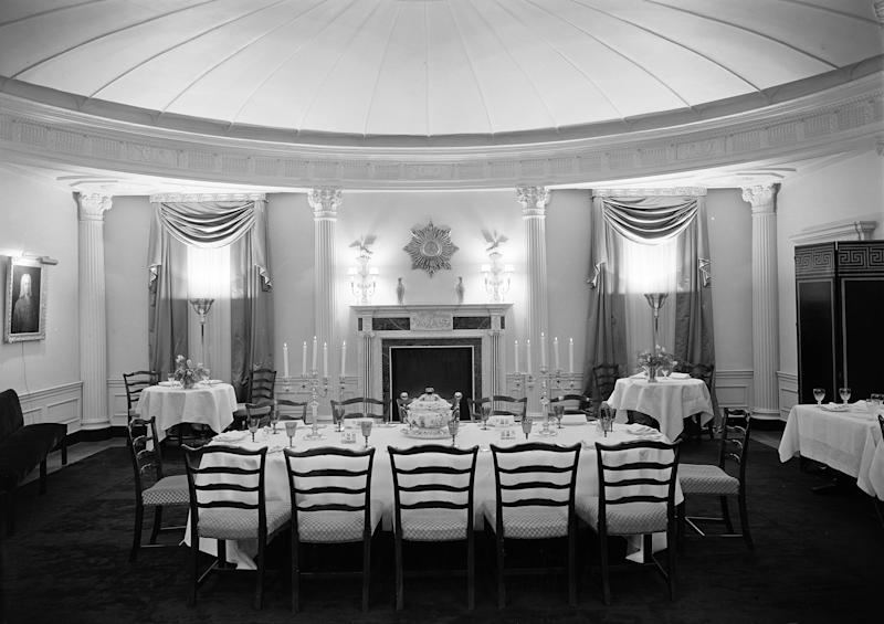 A dining room in 960 Fifth Avenue, 1930. Photograph by Samuel H. Gottscho.